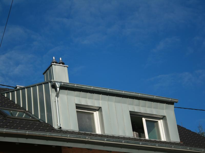 Dachgaube mit Stehfalz aus vorbewittertem Zink