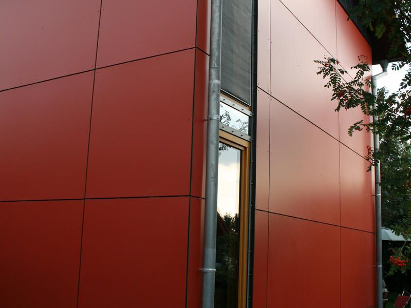 Fassade mit großformatigen Verbundplatten