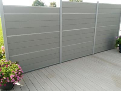 WPC Terrassenbelag und Sichtschutz