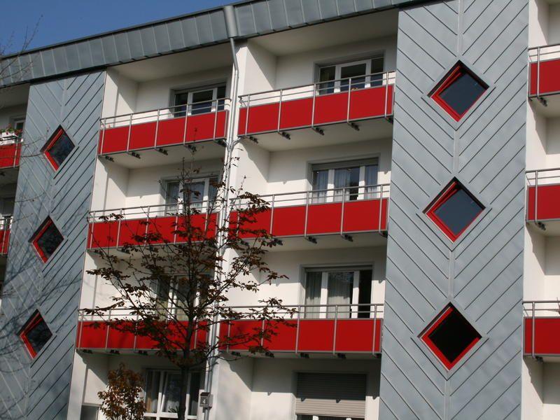 Fassade mit vorbewittertem Zink in Winkelstehfalztechnik